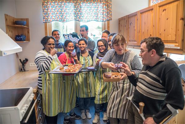 Multikulturell samling på kjøkkenet!