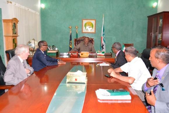 Fra høyre Mahdi Hassan, Ola Grønn Hagen, næringsministeren, leder for alle statsrådene og landbruksministeren.